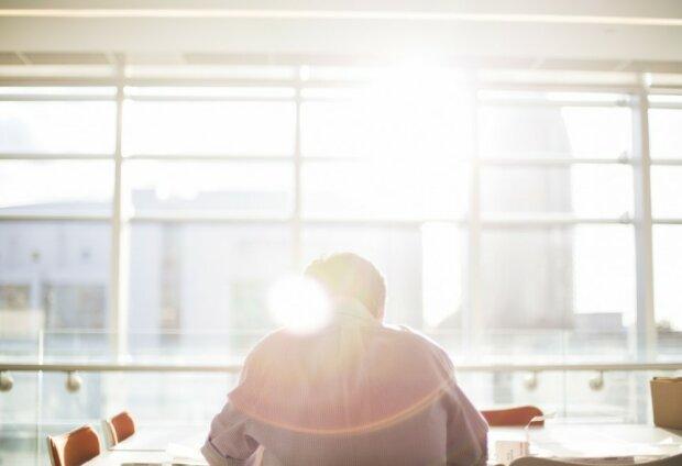 Сонце в офісі, фото: Pxhere