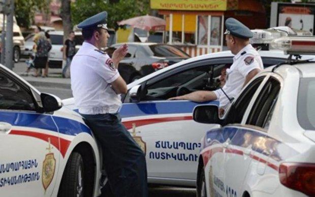 Не оцінили толерантність: геї розгромили поліцейський відділок