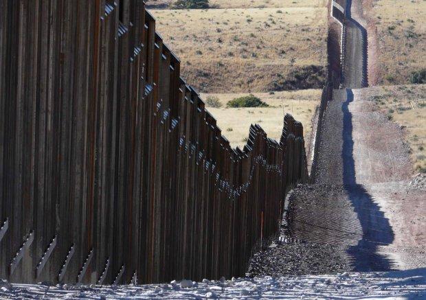Між США і Мексикою виявили тунель: як там стіна поживає, Дональд?