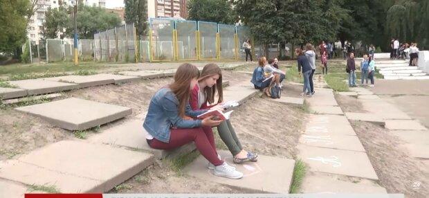 Школьники, фото: скриншот из видео