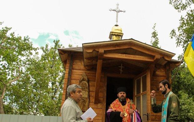 Волонтеры из Прикарпатья привезли Бога на Луганщину