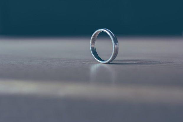 Девушка нашла кольцо, которое потеряла 12 лет назад. Все это время украшение находилось у нее в носу