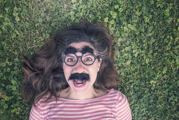 Веселая девушка, фото: Pixabay