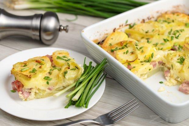 Картопля в духовці з яйцями і мускатним горіхом