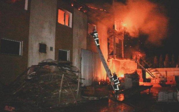 Пожар превратил в сущий ад один из самых престижных районов Киева