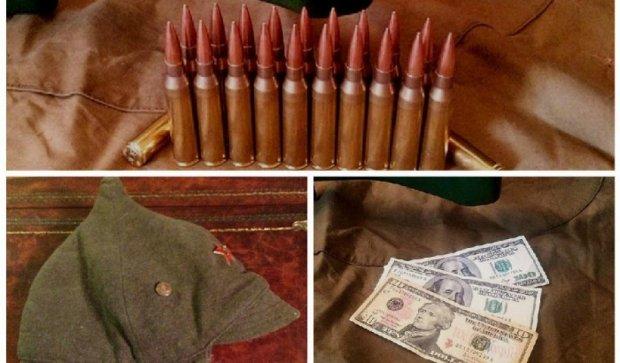 Наш снайпер продав будьонівку росіянину і купив собі патрони (фото)
