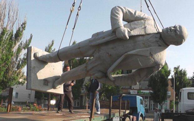 Памятник Ленину ушел с молотка на Закарпатье
