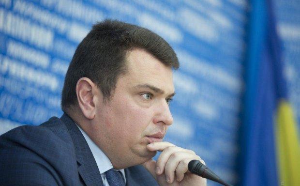 "Директору НАБУ Ситнику ""торжественно"" вручили протокол о коррупции: словили прямо на трассе"