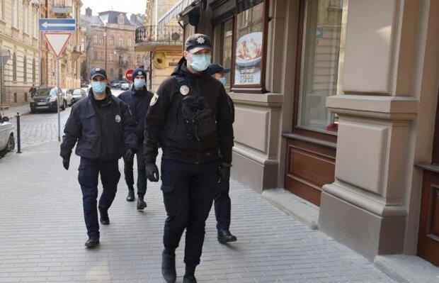 Полицейский, фото из свободных источников