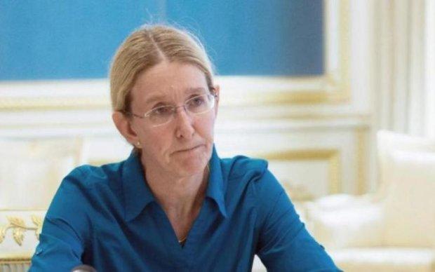 Не урядова робота: міністра застукали у несподіваному місці