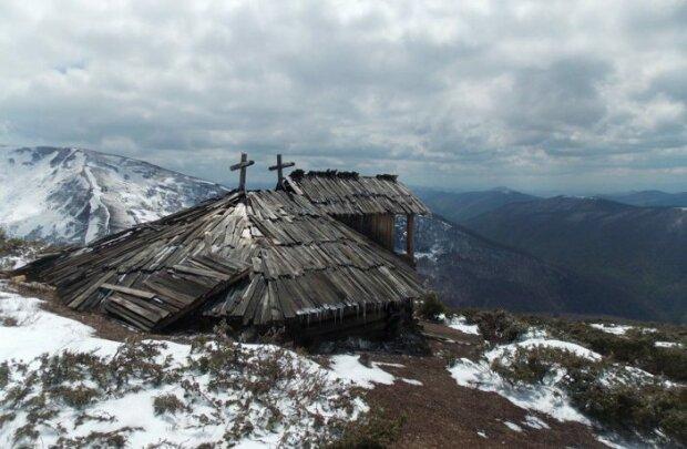 У Карпатах виявили унікальний будиночок пастухів на висоті 1600 метрів - пасли овець ближче до Бога