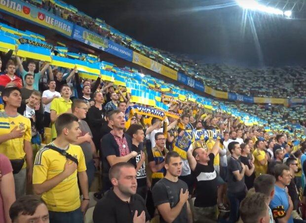 У Львові футбольних фанатів безкоштовно пострижуть під час матчу, але пощастить не всім