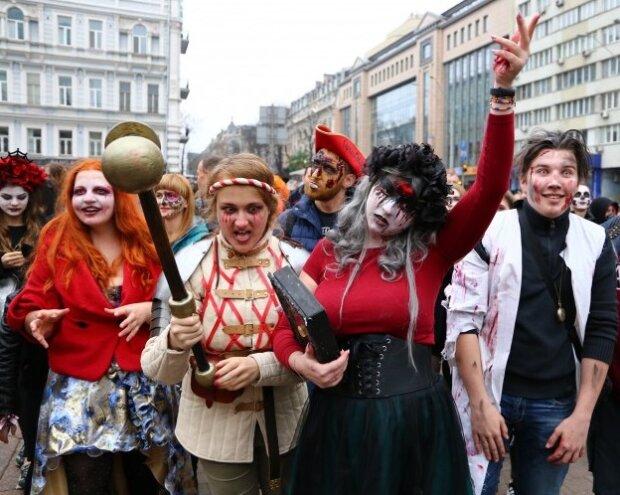 """Вулицями Києві гуляли """"відьми, мумії та інша нечисть"""": чим відзначився цьогорічний Zombie Walk"""