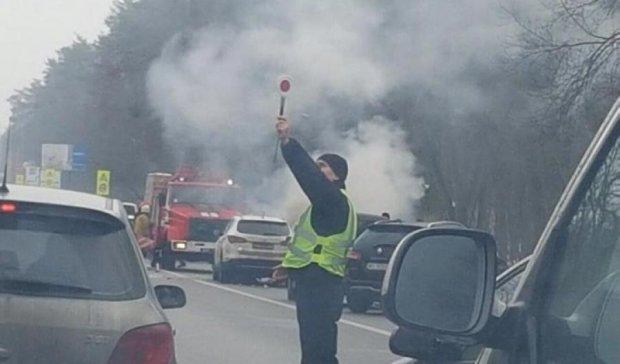 Аварія та пожежа: Житомирська траса застигла у заторі