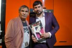 Барі Алібасов з сином, фото: Nation News