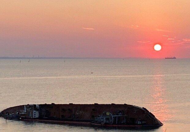 Танкер Delfi в Одесі, фото: Znaj.ua