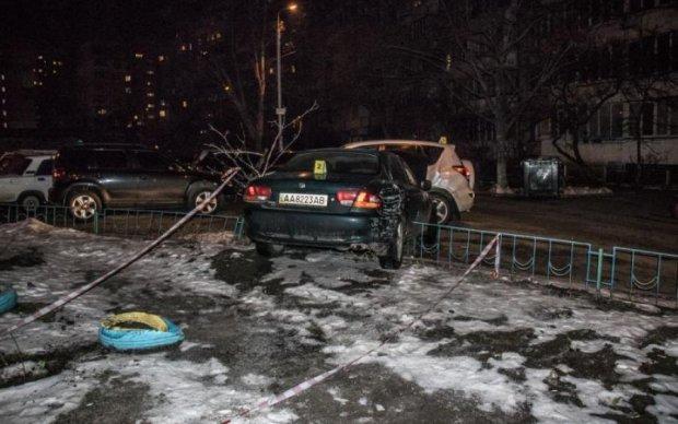 Авто вилетіло з дороги: моторошна потрійна аварія поставила на вуха Київ