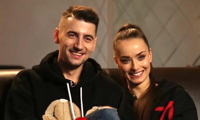 """Холостячка Мішина з Еллертом передали новорічний привіт із Карпат: """"Любіть один одного!"""""""