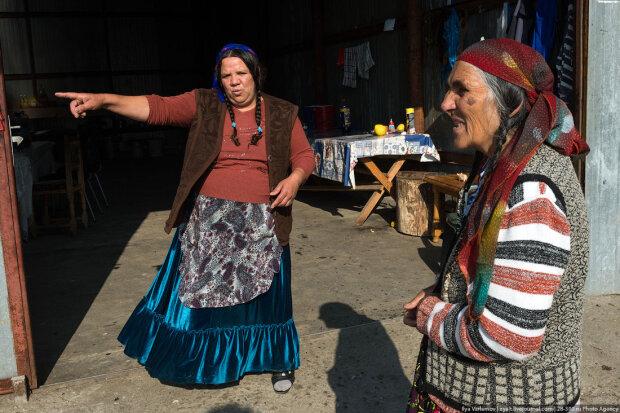 Закарпатские цыгане завалили мусором Днепр: 10 лет не дают дышать, сплошная вонь
