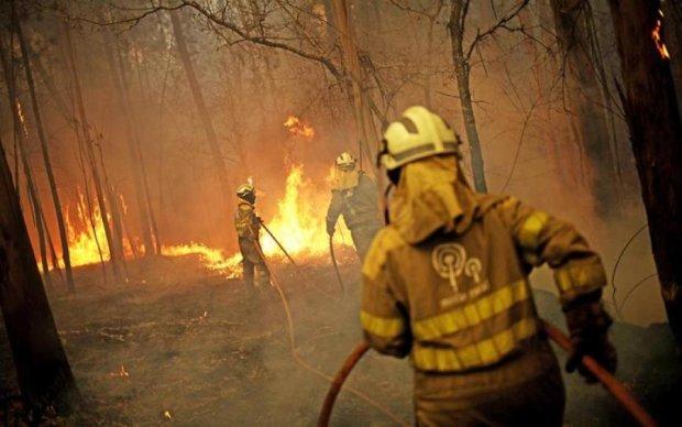 Пожежі в Іспанії: тисячі людей рятуються втечею