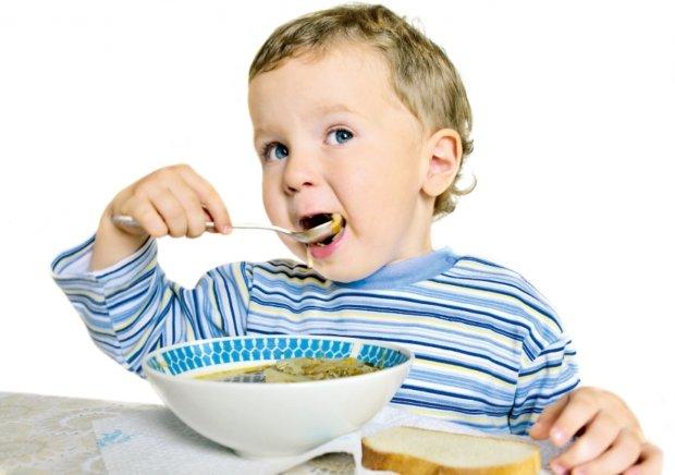 У Києві вихователька помстилася батькам, нагодувавши дитину супом з дротом