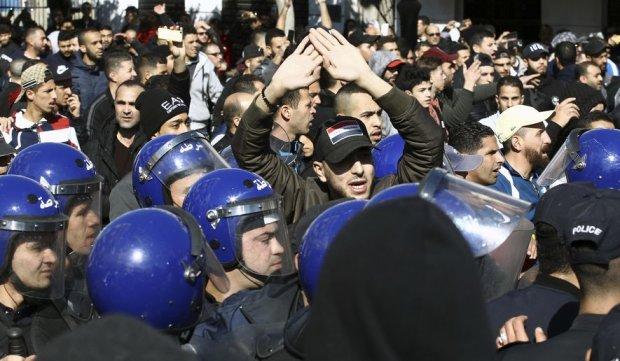 протести в Алжирі
