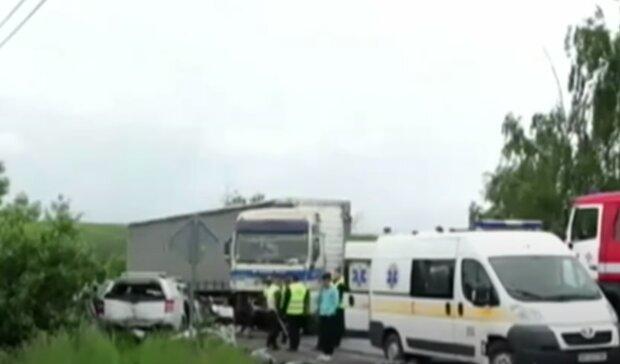 Тернопольщину всколыхнула кровавая авария, даже копам стало плохо - части тела разбросаны по дороге