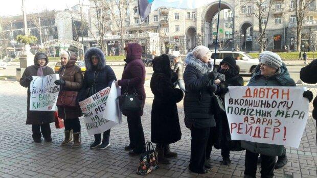 Протести під КМДА, фото: Знай.ua