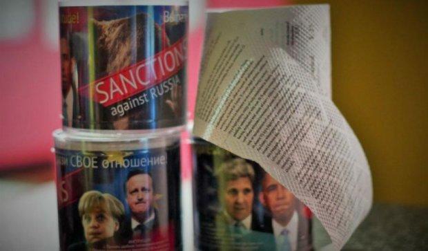 У Росії випустили туалетний папір з текстом західних санкцій
