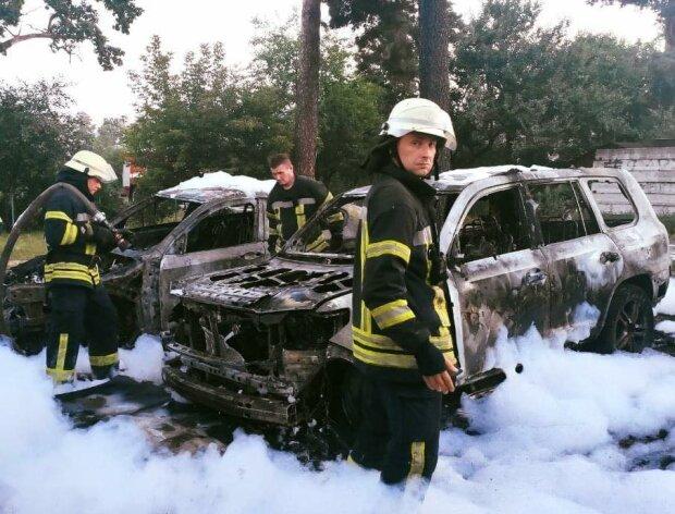 """Київські пожежники влаштували """"пінну вечірку"""" на попелищі - """"Згоріли повністю..."""""""