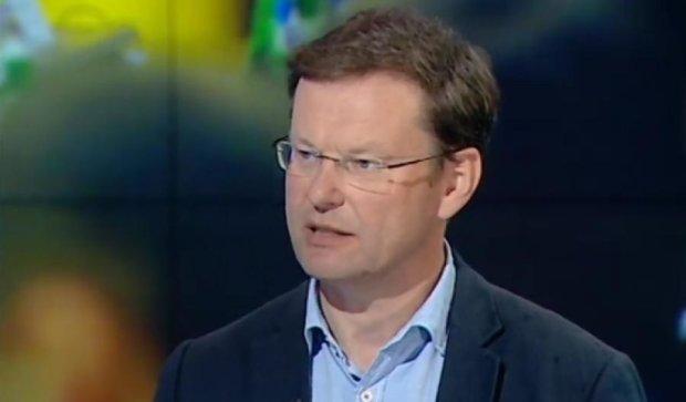 Украинская политическая элита уходит своими корнями в рэкет - Саша Боровик