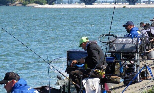 Рибалки, скріншот: YpuTube