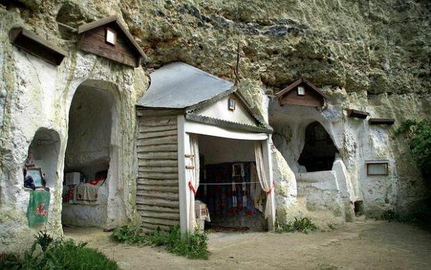 """На Хмельниччині шукають нового господаря старовинному монастирю: """"Ви не хочете?"""""""