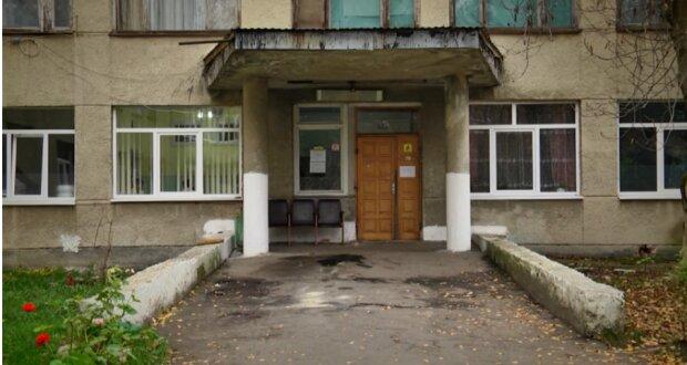 """Под Львовом медиков обвинили в смерти пенсионера: """"Выбросили из больницы"""""""