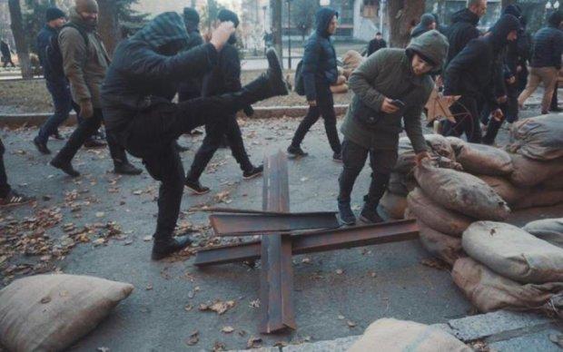 Побоище с копами и погром ВУЗа: в Харькове творится кошмар