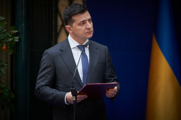 """Зеленський знає? В Україні хочуть заборонити партію """"Слуга народу"""""""