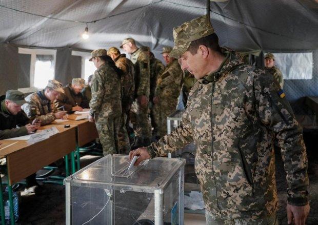 Зеленський проти Порошенка: за кого голосували українські воїни на передовій