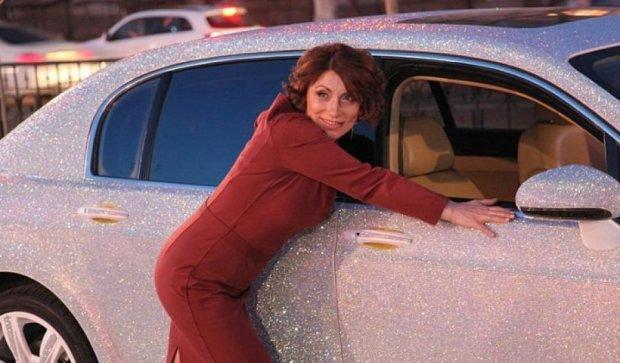 Мешканка Алмати продає Bentley в стразах (фото, відео)