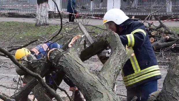 Удар природы поймала камера, Украина превращается в руину после чудовищного шторма - фото