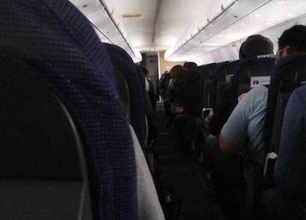 Инцидент с самолетом во Внуково, фото Mash