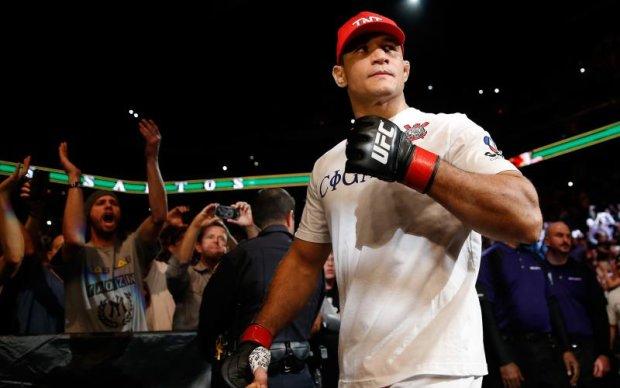 UFC: Названо наступного суперника дос Сантоса
