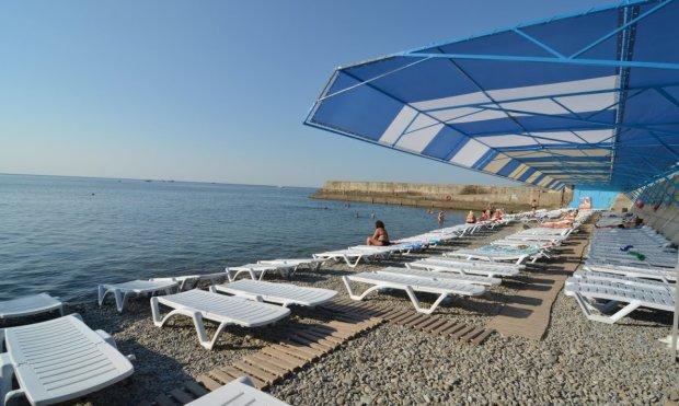 Голубів більше, ніж туристів: у мережі показали тухлу реальність пляжів Криму
