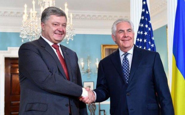 Порошенко попросил Тиллерсона выгнать Путина из Украины