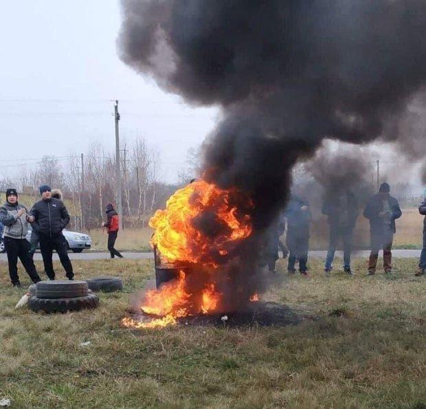 Поховати євробляхи не вийде: автомобілісти дали владі вогняну відсіч, на кордоні з Польщею хаос і колапс