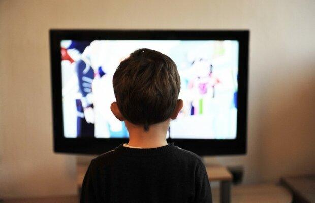 Дитина та телевізор, Pixabay