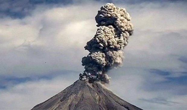 В Мексике проснулся вулкан Колима (видео)