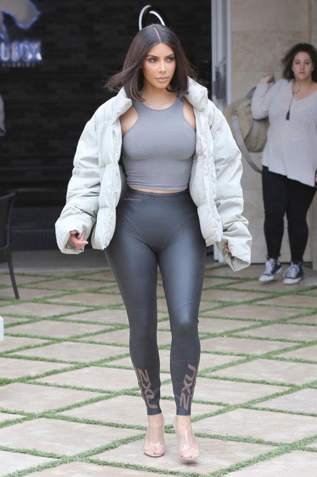 И ей не жарко: Ким Кардашьян рассказала, зачем носит несколько комплектов белья одновременно