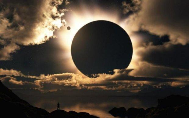 Солнечное затмение ошарашило уфологов