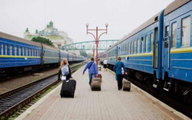"""Укрзалізниця запустила додаткові потяги на """"майовку"""""""
