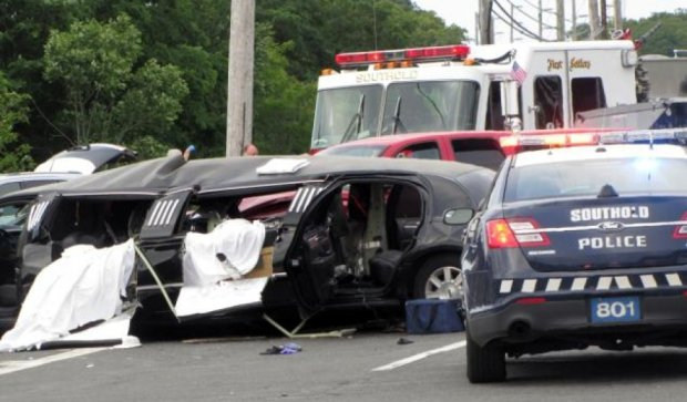 Страшна аварія в Нью-Йорку: вантажівка протаранила весільний лімузин